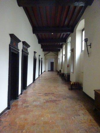 โบเจนซี, ฝรั่งเศส: L'incroyuable couloir du 1° étage