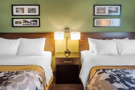 DeFuniak Springs, FL: guest room
