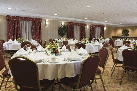 Ruckersville, VA: Host your next special event in our flexible meeting room.