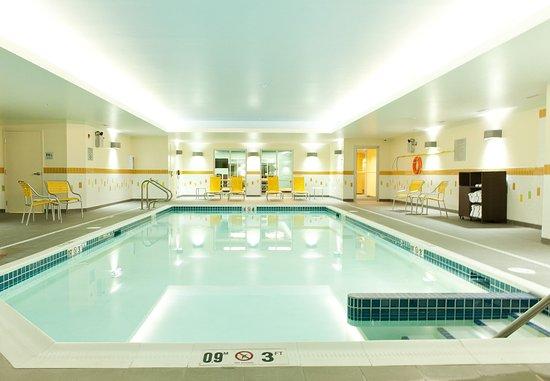 Lethbridge, Canada: Indoor Pool and Hot Tub
