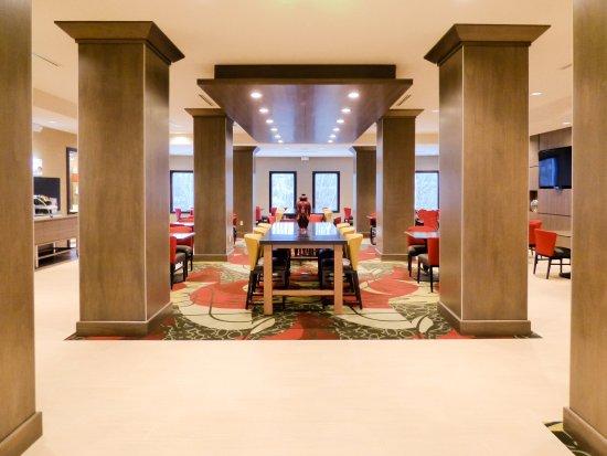 Holiday Inn Express Plymouth, MI - Main Lobby