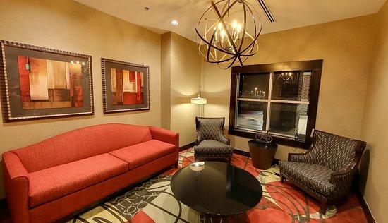 Holiday Inn Express Plymouth, MI - Ann Arbor Area - Lobby Seating