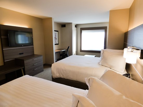 Holiday Inn Express Plymouth, MI - Two Queen Deluxe Guestroom