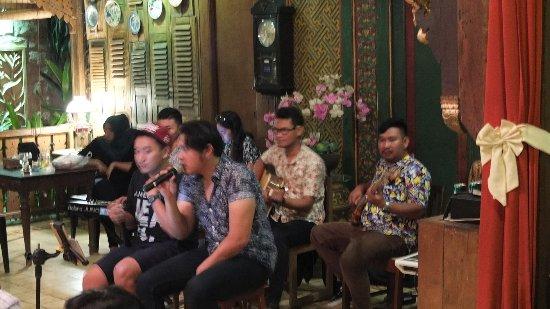 Cepu, Indonesia: Singers