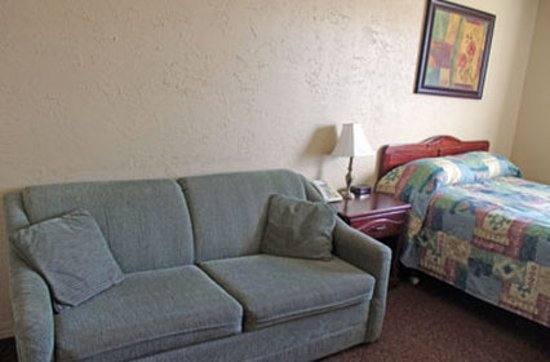 Humboldt, Canada : Room Couch