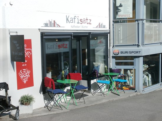 Waedenswil, Suiza: Sidewalk seating and entrance