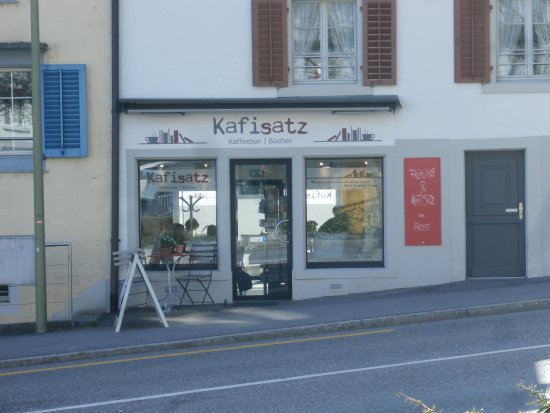 Waedenswil, Suiza: Front entrance