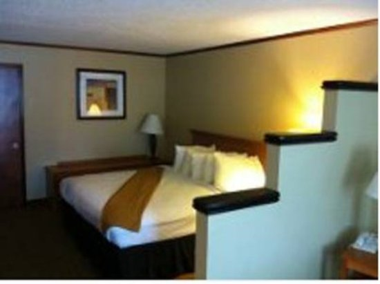 Riviera Inn: Suite Guest Room