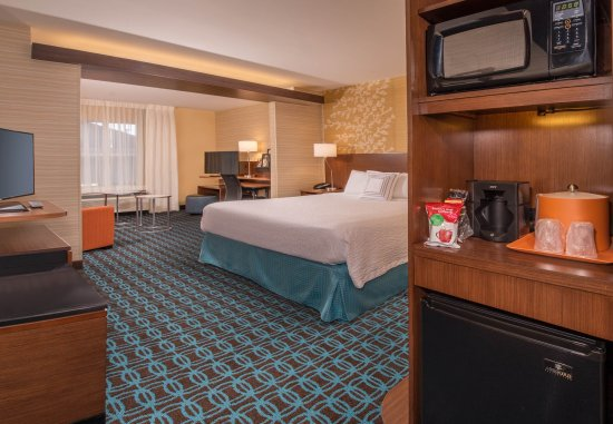 Easton, MD: King Suite - Kitchenette