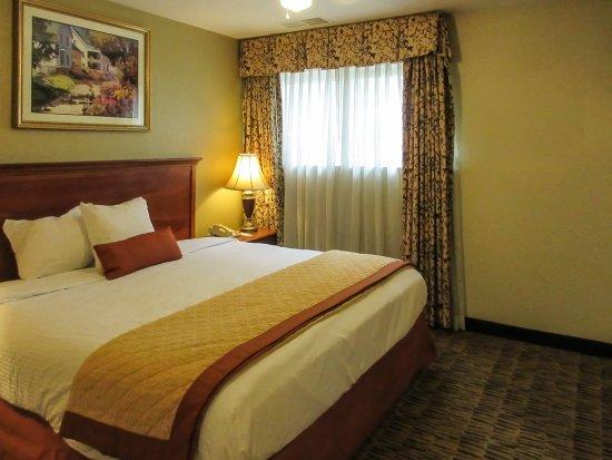Suburban Extended Stay Hotel, Omaha : SK,ESNK,SNHK,SK,SNKBedroom