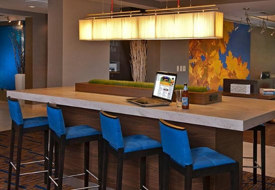 Grove City, OH: Communal Table