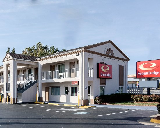 Econo Lodge South: Exterior