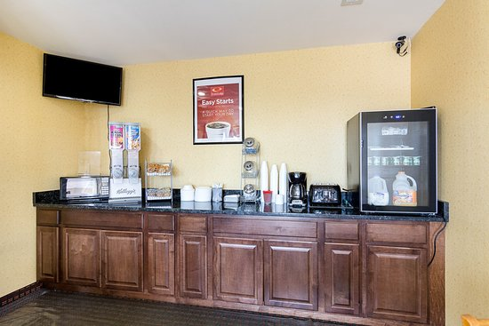 Econo Lodge South: Breakfast