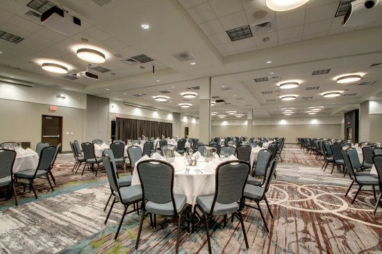 Peoria, IL: A beautiful and modern ballroom for up to 350 guests.