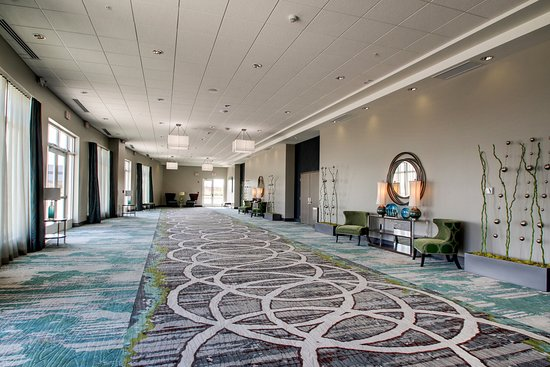 Peoria, IL: 1,500 square feet of flexible pre-function space.