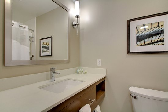 Peoria, IL: Modern guest Bathroom with convenient toiletries and plush towels