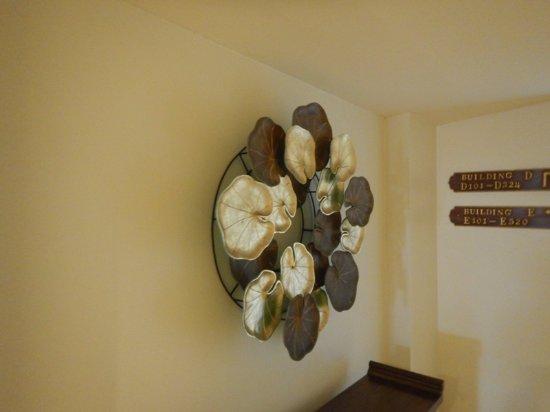 โรงแรมรามบุตรี วิลเลจ: коридор отеля