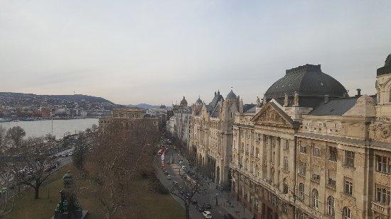 Sofitel Budapest Chain Bridge: Nice view from the lounge