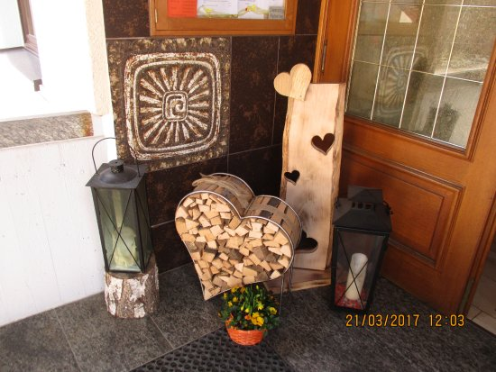 Gomadingen, Germany: Attractive decoration by the front door of the restaurant