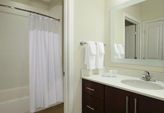 Harvey, LA: Suites Bathroom - Tub/Shower