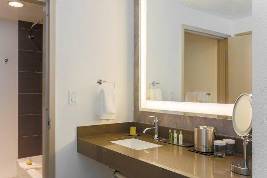 Rancho Cordova, CA: Guest room bathroom