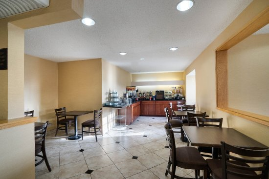 Econolodge Inn & Suites: Breakfast Seating