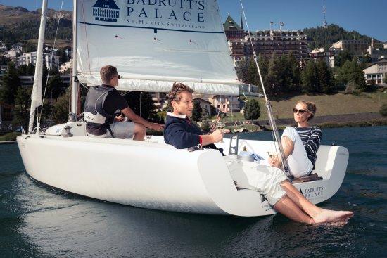 Segelboot mit Badrutt's Palace Hotel