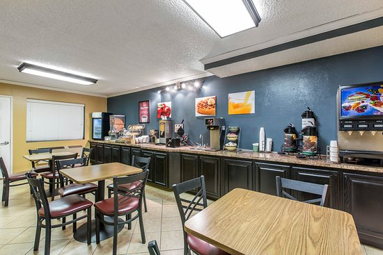 Econo Lodge Inn & Suites: Breakfast