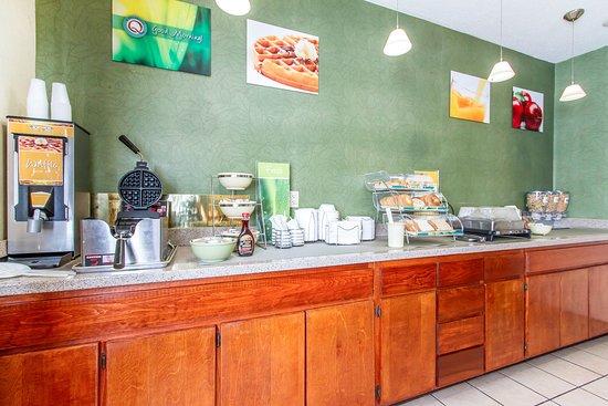 Keokuk, IA: Breakfast area