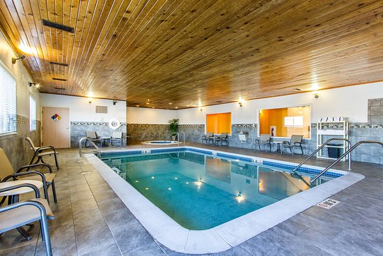 Quality Inn & Suites Keokuk North: Pool