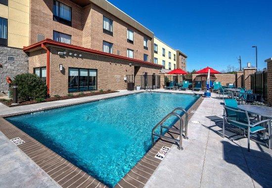 Hattiesburg, MS: Outdoor Pool