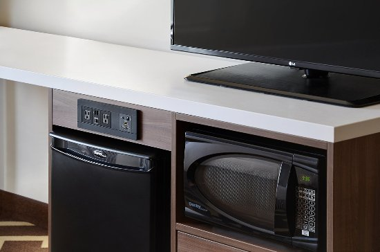 Vegreville, Canada: Personal Refrigerator & Microwave