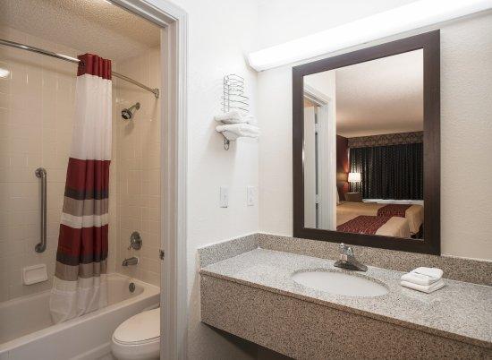 Acworth, GA: Bathroom