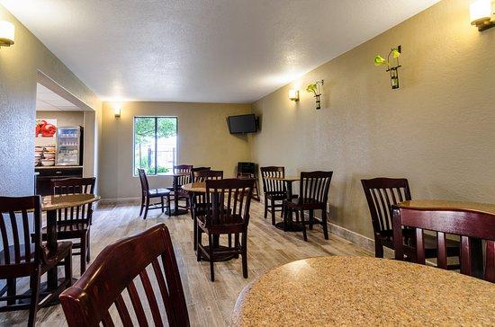 Winfield, KS: Breakfast Area