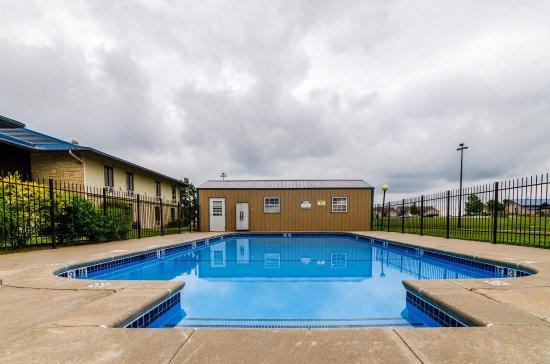 Winfield, KS: Pool