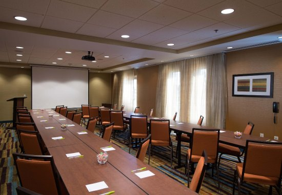 Houma, LA: Meeting Room - Presentation Setup