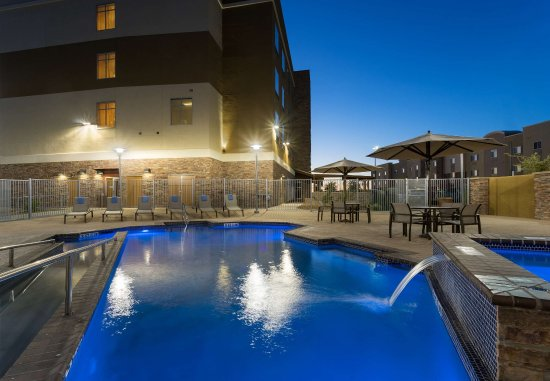 Fort Stockton, تكساس: Outdoor Pool & Hot Tub