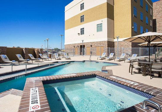 Fort Stockton, TX: Outdoor Pool & Hot Tub