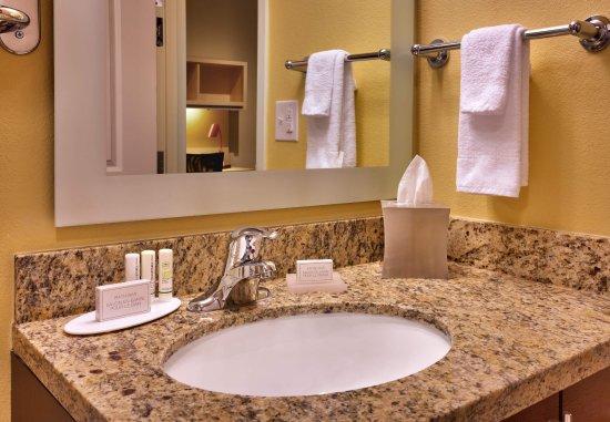 Dickinson, ND: Suite Bathroom