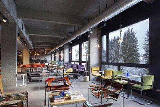 Φλεν, Γαλλία: Salons Hall