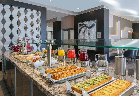 Medford, MA: AC Kitchen- Breakfast buffet