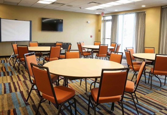 Verona, WI: Meeting Room - Rounds Setup
