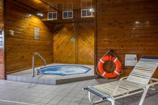Bloomington, IL: Hot Tub