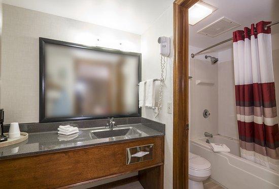 Uhrichsville, OH: Superior Bath