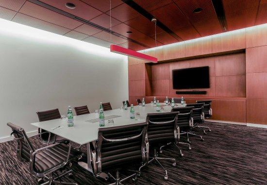 Long Island City, Nova York: Astoria Boardroom