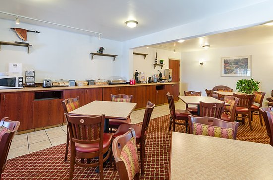 Econo Lodge Inn & Suites: Breakfast Seating