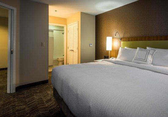 Denton, TX: King Suite