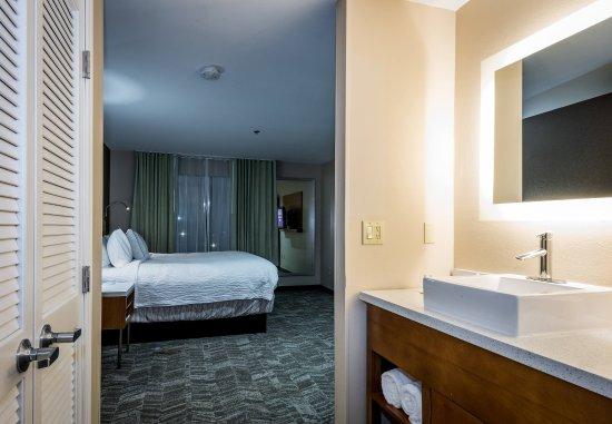 Denton, TX: King Suite/Bathroom