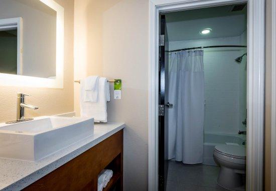 Denton, TX: Guest Bathroom