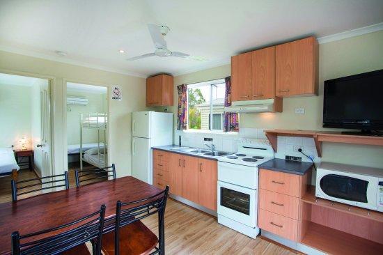 Mount Isa, أستراليا: Deluxe 2BR Villa - Kitchen